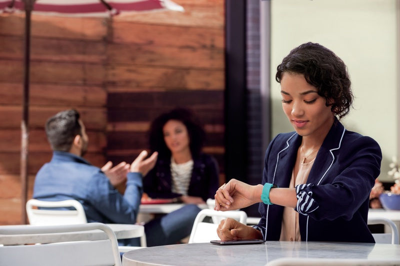 Fitbit Charge 2、Flex 2 智慧手環更加時尚、實用