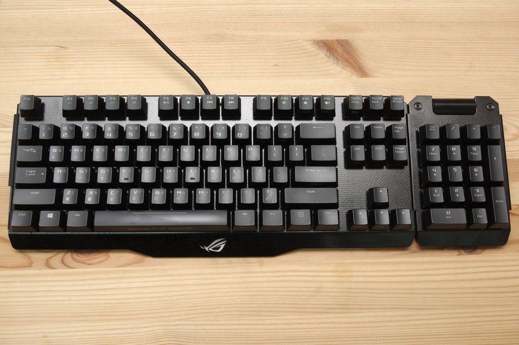 ROG 團隊電競周邊又一心血結晶,可拆卸分離的 ROG Claymore 機械電競鍵盤動手玩