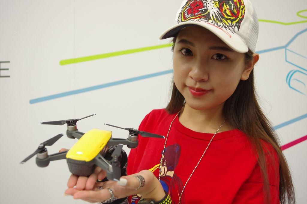 無人機不再是專業人士才能使用, DJI 在台發表掌中微型機 Spark