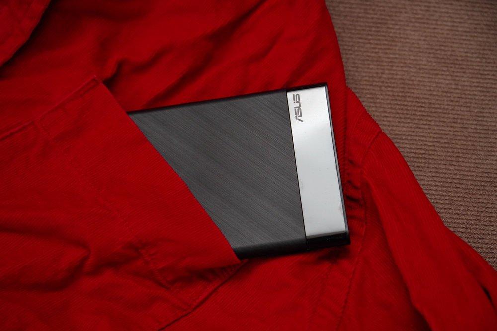 宛若名片盒般的纖薄,華碩 ZenPower Slim 動手玩