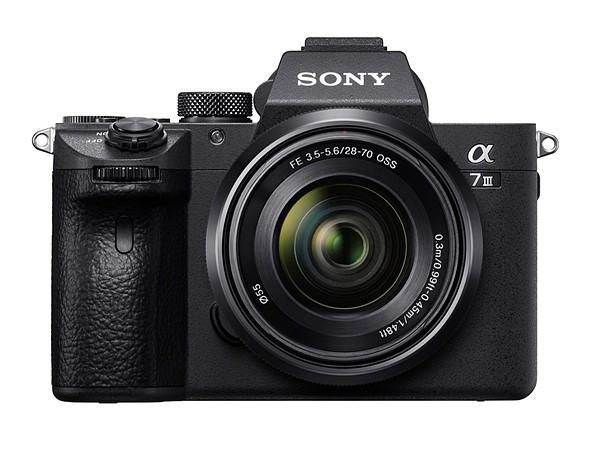 第三世代的基準,承襲 693 點自動對焦與新式機身框體的 Sony A7 III 正式發表