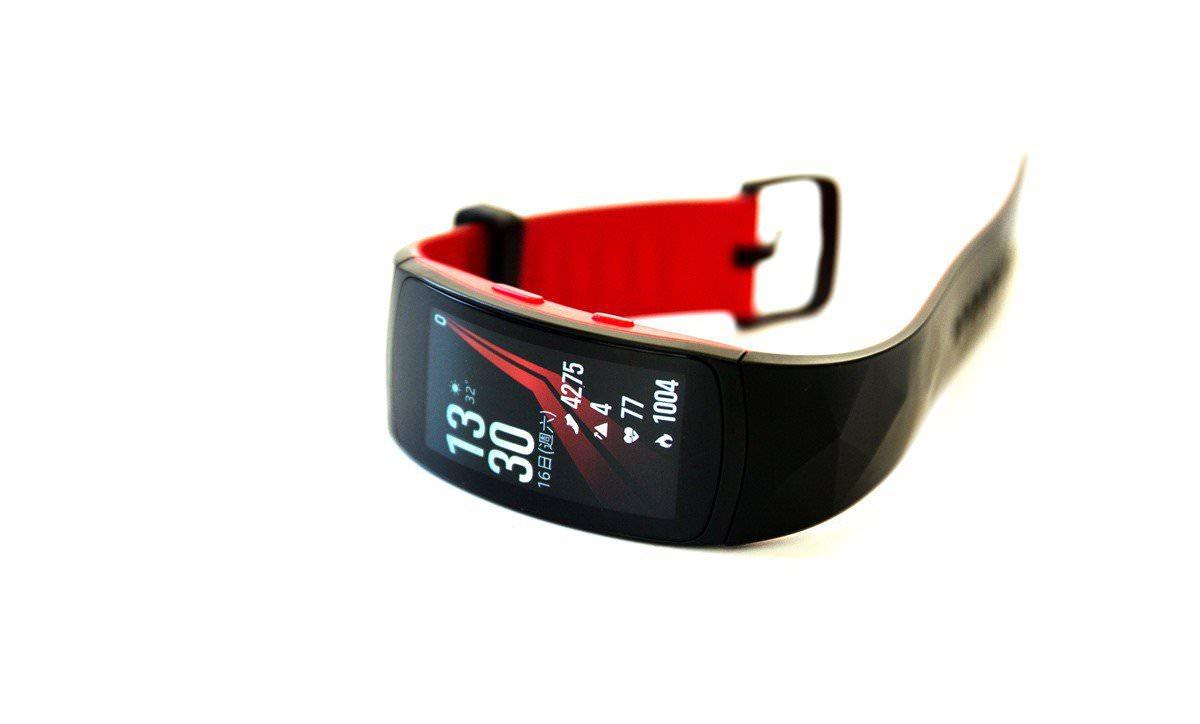 游泳也行!Gear Fit2 Pro 更全方位的旗艦運動手環