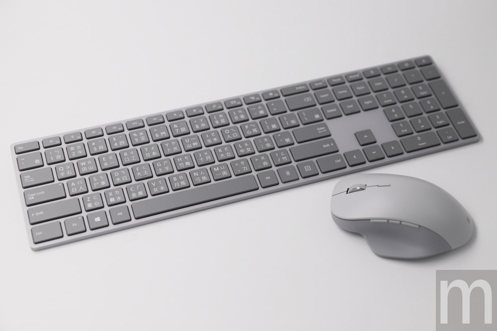 動手玩/微軟Surface精準滑鼠、指紋辨識時尚鍵盤