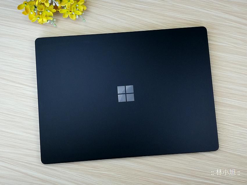 【開箱】Microsoft Surface Laptop 2輕薄筆記型電腦,冷冽金屬與柔觸麂皮撞出筆電新滋味