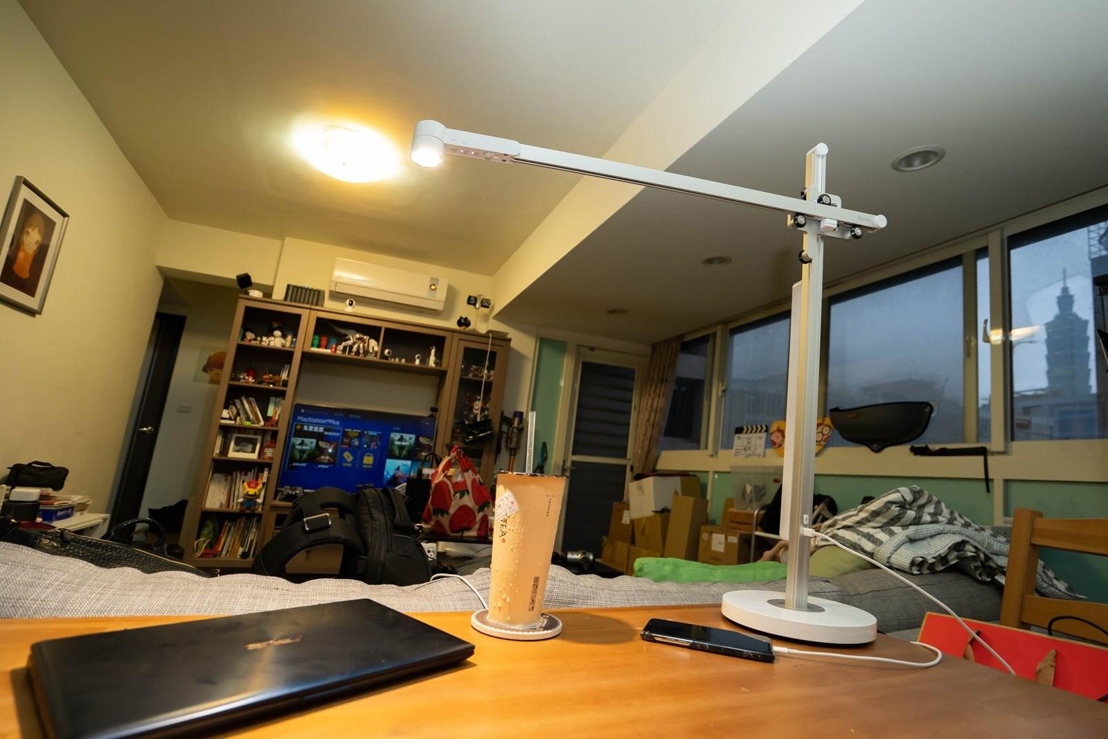 【開箱】Dyson Lightcycle檯燈 – 外型優異、自動調整色溫與亮度