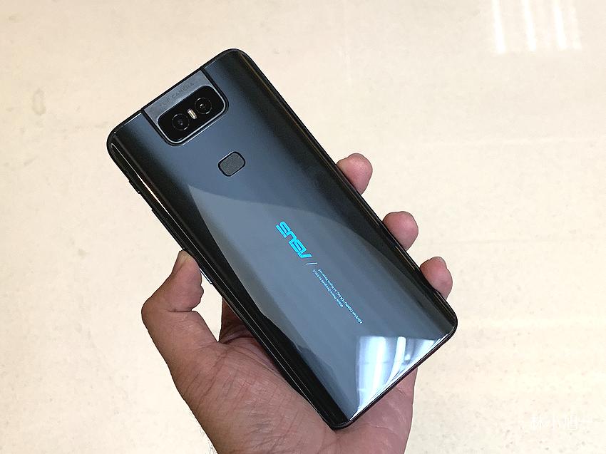 【開箱】ASUS ZenFone 6開賣售價NT$ 17,990元起,全新翻轉相機、4800萬畫素主鏡頭