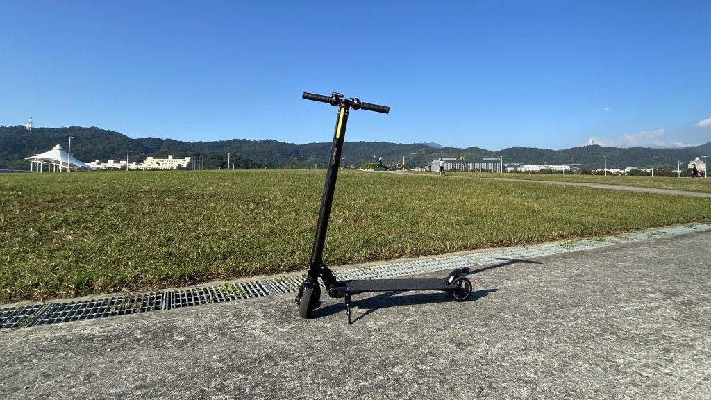 【開箱】暢遊河濱好選擇!Waymax X6 碳纖維電動滑板車!