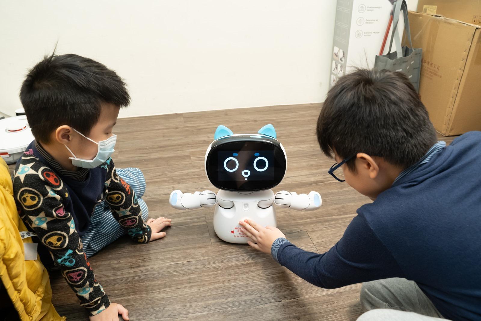 【開箱】網路原生世代孩子的AI教育機器人推薦!具STEAM教育程式/英文學習/情感互動功能