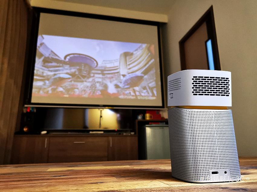 【開箱】輕量級BenQ GV1無線行動投影機,身兼行動劇院與藍牙喇叭
