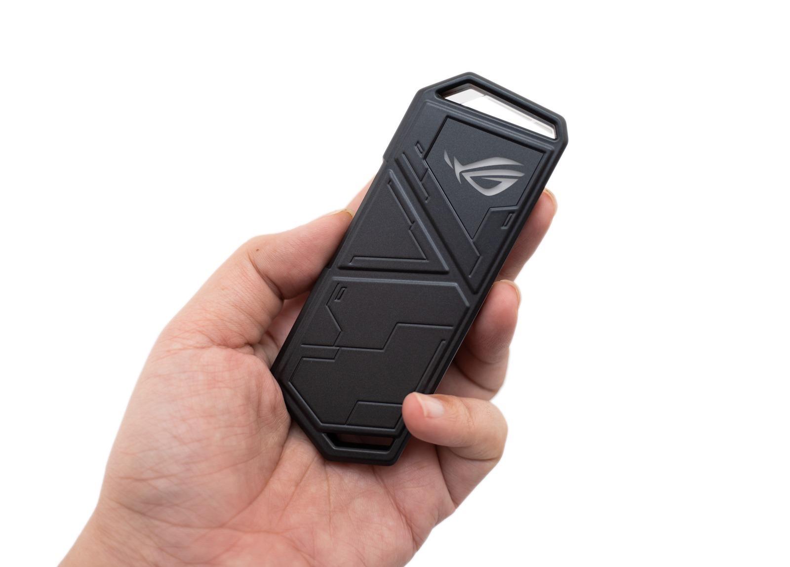 【開箱】ROG Strix Arion SSD 固態硬碟外接盒,性能頂級之外帥氣更是加分項!