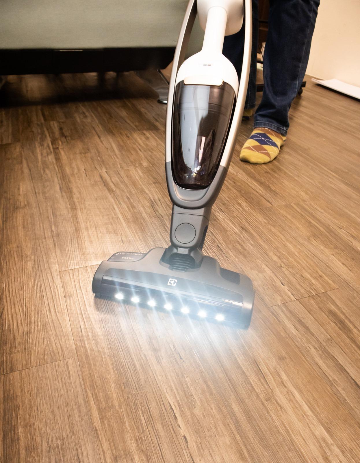 【開箱】 Electrolux 伊萊克斯 PURE Q9 強效靜頻吸塵器,打掃安靜又強效!