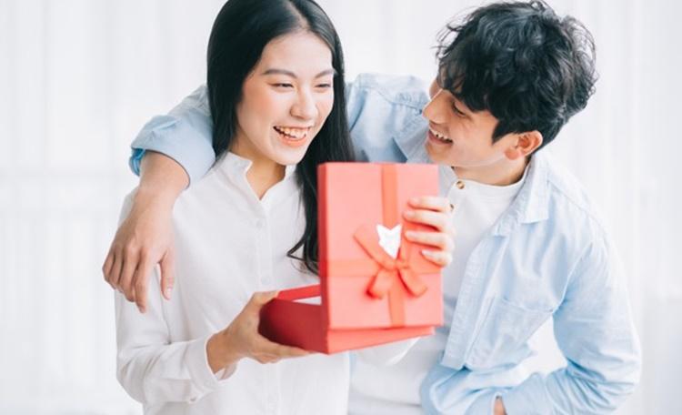 2021七夕情人節送什麼?實用情人禮物排行榜推薦TOP5,讓你送禮送進心坎裡!